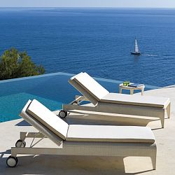 Point The ''U'' Outdoor Chaise Lounge
