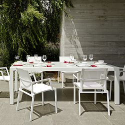 Weekend Outdoor Dining Table and Chairs