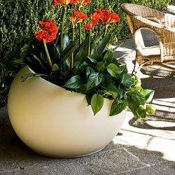 Serralunga Uovo Indoor-Outdoor Planter