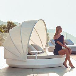 Vela Round Daybed with Canopy