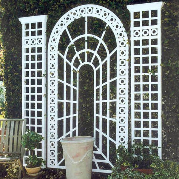 Perspective garden trellis at for Decorating outdoor lattice